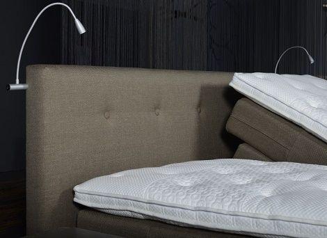 Bedverlichtingsset,leeslamp aan hoofdeinde,buigbaar,verstelbaar bed met broektopper,zitten in bed,lezen,OPTisleep Avek_detail hoofdbord knopen,theo bot zwaag,matras
