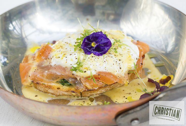 Яйцо Бенедикт с лососем. Идеи для завтрака