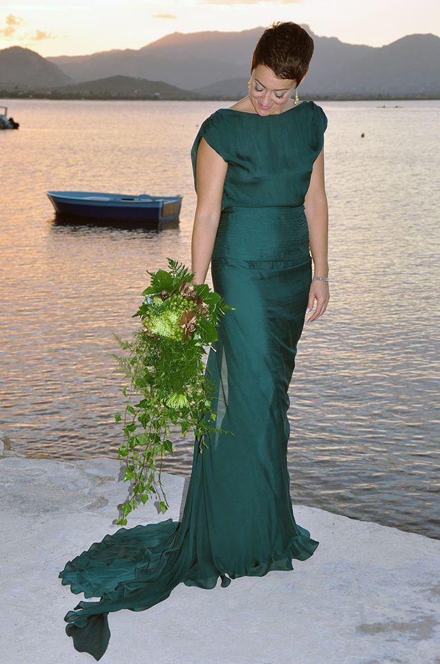 Marina escogió el vestido Sari en verde mar para su boda. Gracias por compartir la foto con nosotros.