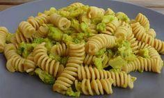 Pasta con cavolo verde, porri e curcuma