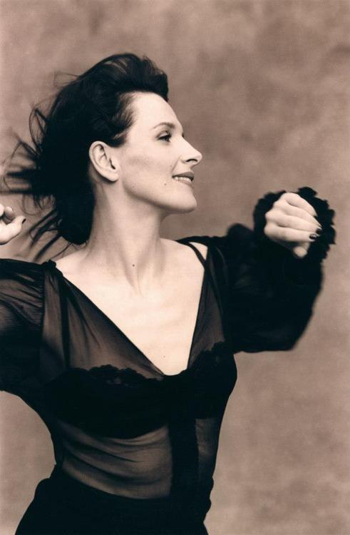 <0> Juliette Binoche
