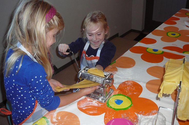 www.leukverjaardagsfeestje.nl Vier je #kinderfeestje bij #Kookstudio Het Vossenhol Geloof me de kleine vosjes gaan met volle buikjes naar huis.
