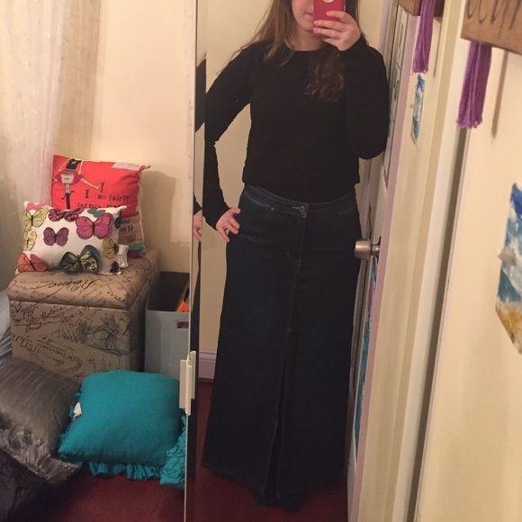 price dropMaxi denim skirt with front slit Beautiful dark wash perfect with anything from a cropped sweater to an amazing leather jacket! Stretch denim. Great condition!! GAP Skirts Maxi