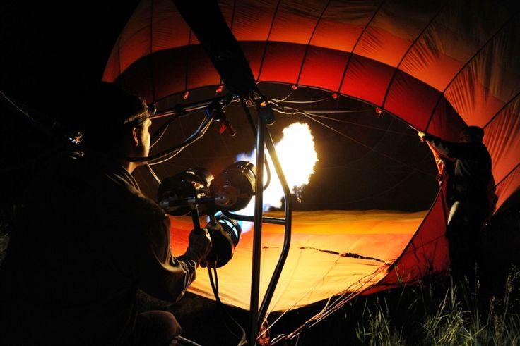 Noční nafukování balónu