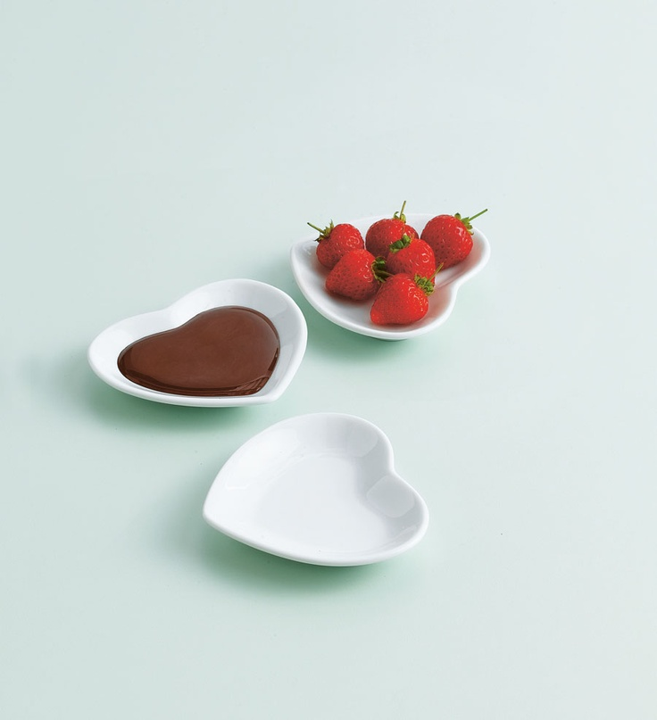 These 3 Jme cute dishes (£10) are perfect for anyone who likes hosting parties. They can hold nuts, snacks, dips and sauces, plus they're ideal for hot snacks.