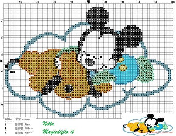 bébé Pluto et Mickey Mouse sur un nuage