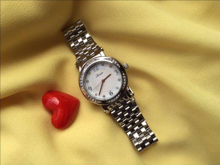 Nič nepoteší ženu viac ako šperk darovaný z lásky. A ešte viac môžu potešiť naše hodinky, ktoré sú zároveň funkčným šperkom.:) #lumir #hodinkylumir #lumirhodinky #watch #women #fashion