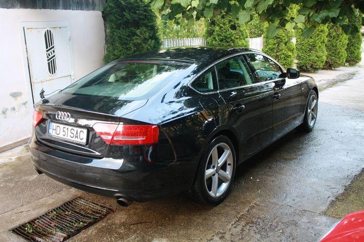 """Vand Audi A5 Sportback, af. 2010, negru metalizat, 2.0 TFSI, model Sline, proprietar, 75.000 km, carte service, nefumator, consum 7.2%. Dotari : - Climatronic - Parctronic - Tapiserie piele Alcantara - Jenti 18"""" - Faruri adaptabile - Geamuri electrice (x4) - Cutie manuala 6+1 viteze - Tempomat (pilot automat)  Pret 20.900 euro usor negociabil.   Pretul pentru schimb este de 22.900 euro. Accept numai cu auto din gama VAG mai ieftine.  Tel. 0722-74.91.91  www.bit.ly/audi_a5"""
