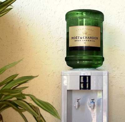 Keep champagne plentiful and flowing by replacing a water cooler with champagne! #wedding