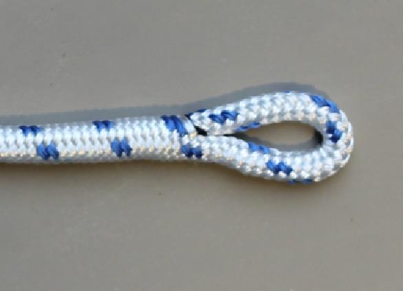 Tutorial: zo splits je een oog in een dubbelgevlochten polyester lijn.  http://www.lijnenspecialist.nl
