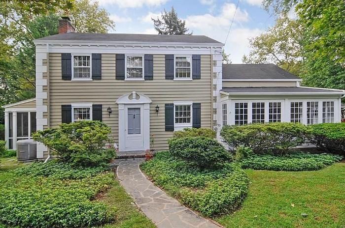 estate sale Home in Ho-Ho-Kus, NJ