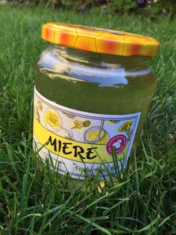 De ce ne place mierea de floarea soarelui 100% RAW si pura de la Foodie Family Farm - Claudia | Blogul Despre...
