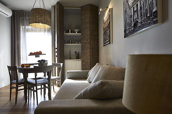 L' accogliente ingresso e la zona living sono pensati per le tue esigenze quotidiane come per accogliere gli ospiti.   #residence #apartment #livingroom #Catania #Sicily #travel #holiday #leisure #businesstravel #design #luxury #style