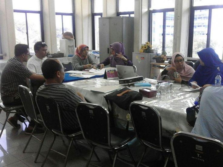 Rapat koordinasi dengan wajib pajak restoran mengenai pembayaran minimal setoran masa yang dipimpin oleh Kepala Seksi pendataan dan pemeriksaan Pajak Daerah