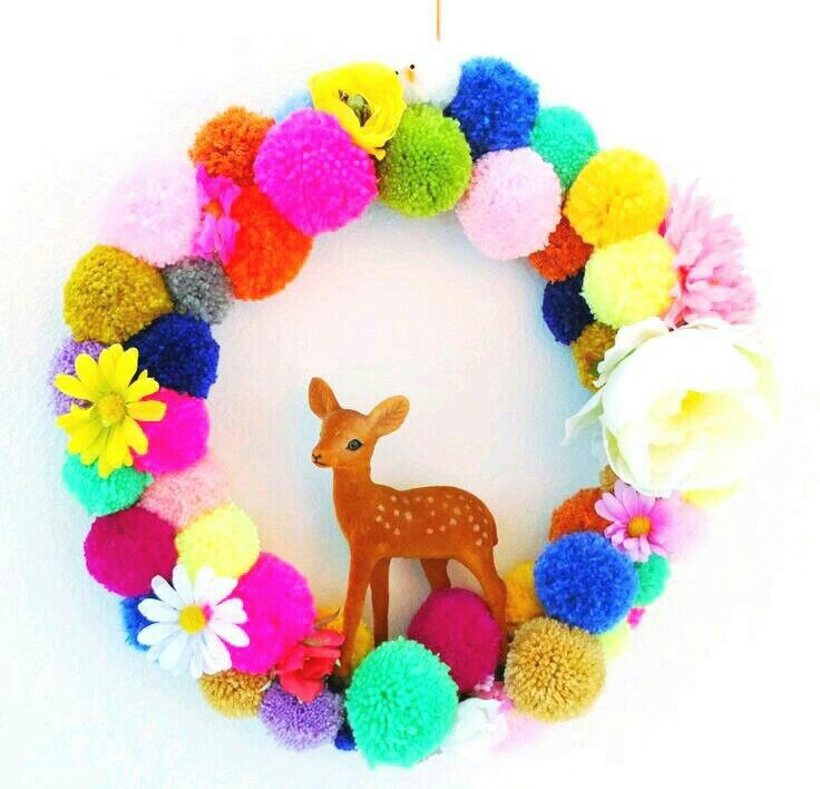 Lovely wreath #couronne #noel #couleur #pompon #animaux #deco #christmas