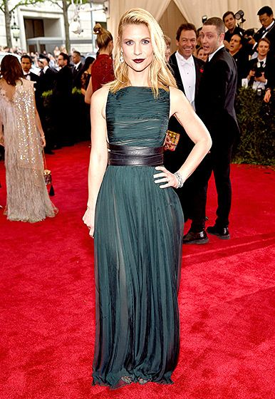 Claire Danes at the Met Gala 2015. Gorgeous dress and loving the hair and makeup too!