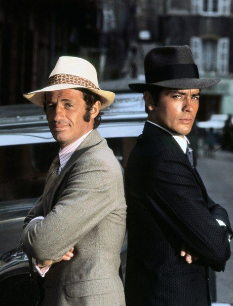 "Alain Delon  Jean-Paul Belmondo, ""Borsalino"" 1969 Atractivos, muchos. Guapos.  Muy poquitos.  Alain Delon guapo.  Belmondo, cachondo."