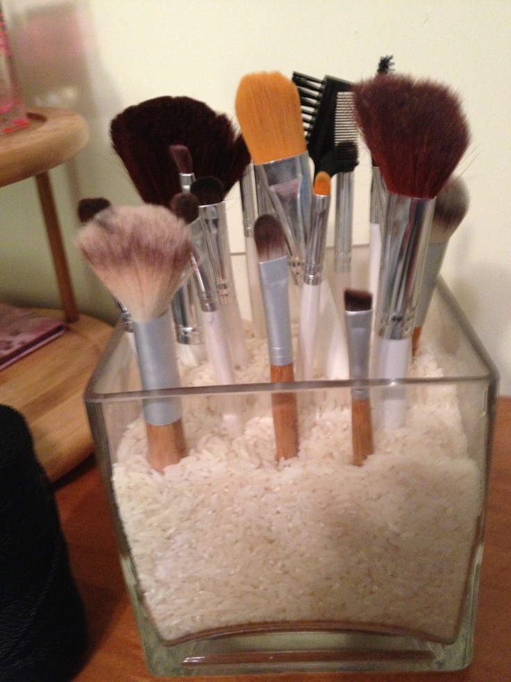 Diy Makeup Brush Holder I Put Rice But You Can Use Any Type Of Vase Filler Into A Vase So The