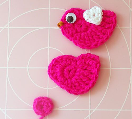 Crochet bird - free pattern!  This would be cute sewn onto the girls' jeans or the sleeve of a shirt.