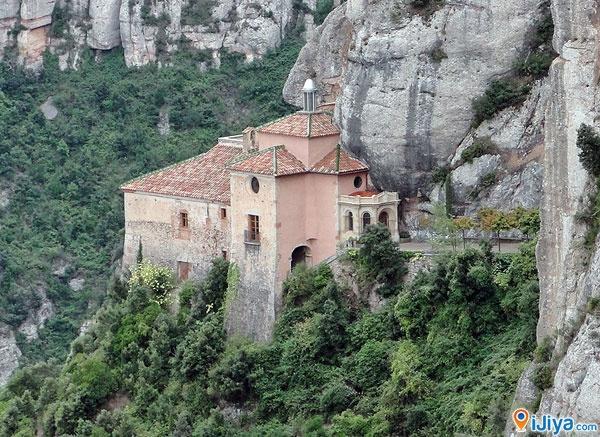 Santa Cova Chapel, Montserrat Mountain, Barcelona    ♥ LIKE & SHARE ♥  Location on Map with more Pic @ http://ijiya.com/8235506