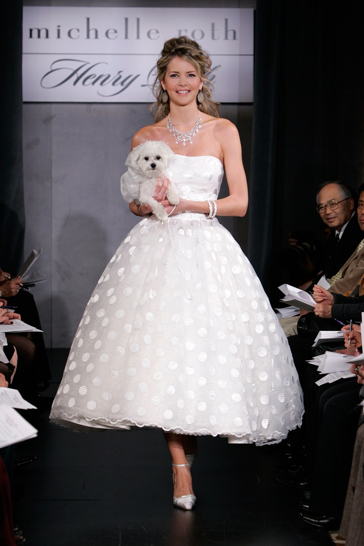 if i could choose my wedding dreess all over again, i would love this! Polka Dots!!! <3