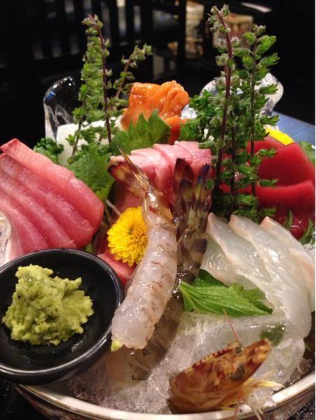 かんじ「刺身の盛りがすごい!馬刺しの盛りがすごい!…魚金とかに慣れて...」:中野