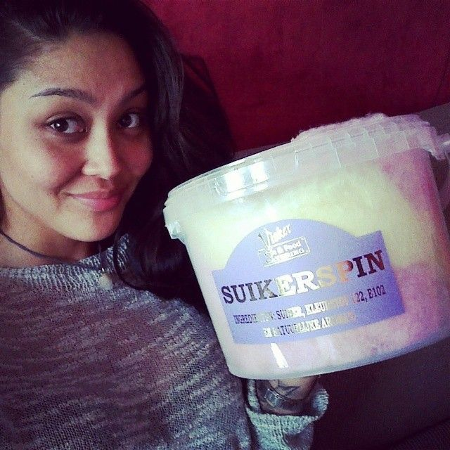 Le bucket of Cotton Candy is bigger than my head!