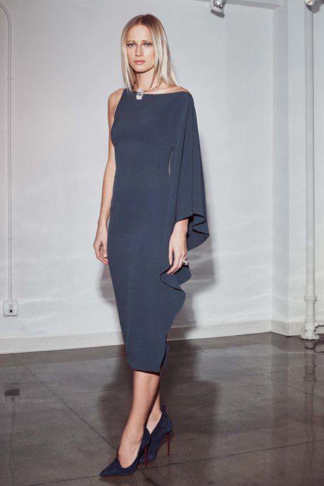 Ассиметричные юбки, топы на одно плечо, странные пальто: как носить и с чем сочетать