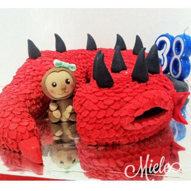 Baby dragon and baby monkey cake