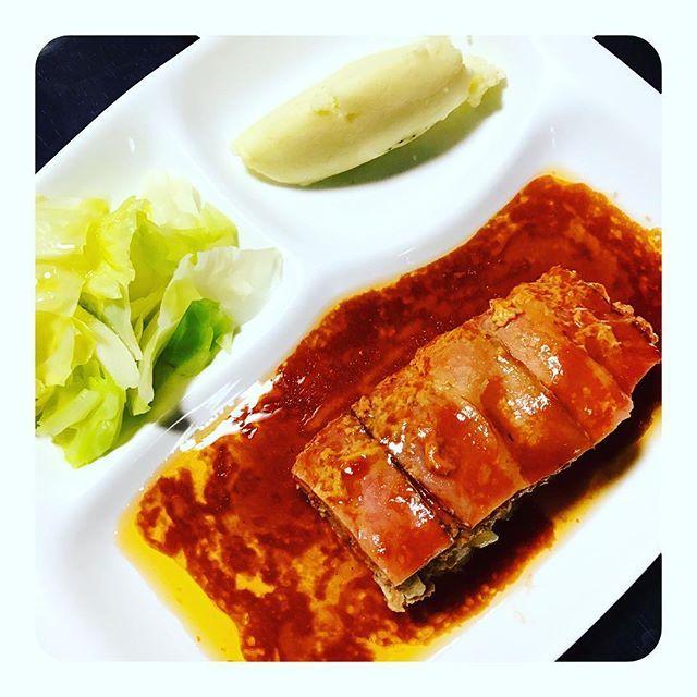 お料理教室で習ったミートローフをお家でも作ってみました(*^ω^*) #夜ごはん#晩ごはん#おうちごはん#手作り#料理#クッキング#クッキングラム#インスタフード #オシャレ#おいしかった#ミートローフ#肉#マッシュポテト#ポテト#温野菜#サラダ