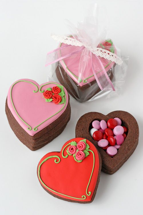 Valentine's Heart Cookie Boxes Recipes and Tutorial...these are just gorgeous, I love how she packaged them!