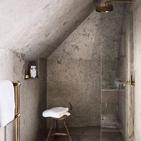 Bildresultat för badrum snedtak