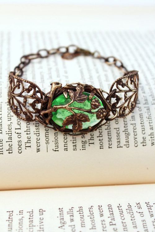 This was previously pinned as a ring but I'm pretty sure that's a bracelet... Either way it's gorgeous. Emerald Ring Tree Themed