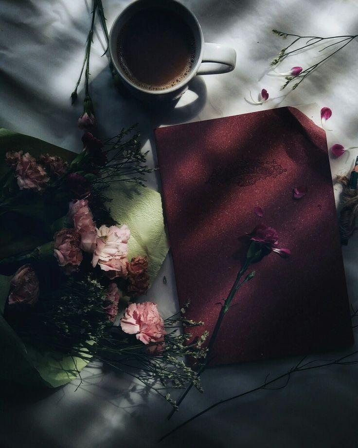 Masih sama... Terkurung dalam ruang limas minim cahaya..Bersama seikat bunga yang mulai layu...sebuah buku bersampul merah yang berisi kisah kita... secangkir kopi setengah pahit...dan tentu saja...dengan sepotong Hati yang merindu  #coffeelover