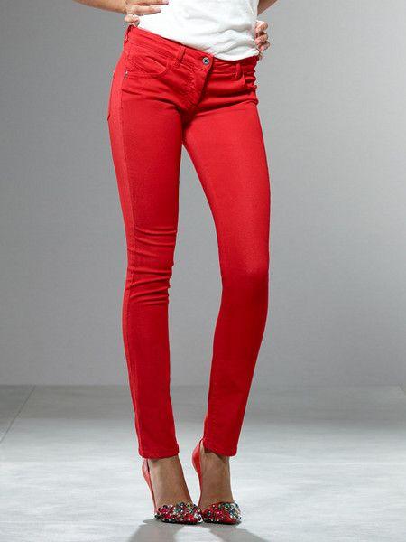 I jeans con colori diversi dal classico con ordito indaco e trama bianca, possono chiamarsi sempre jeans?