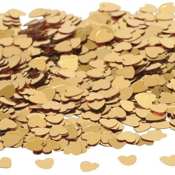 Złote serduszka, które mogą być ozdobą stołu lub para młoda może zostać nimi obsypana po złożeniu przysięgi