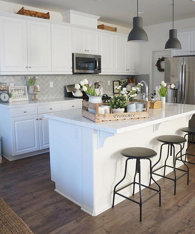 #LMBLovesHouses: Cozy Cottage HomeFront -