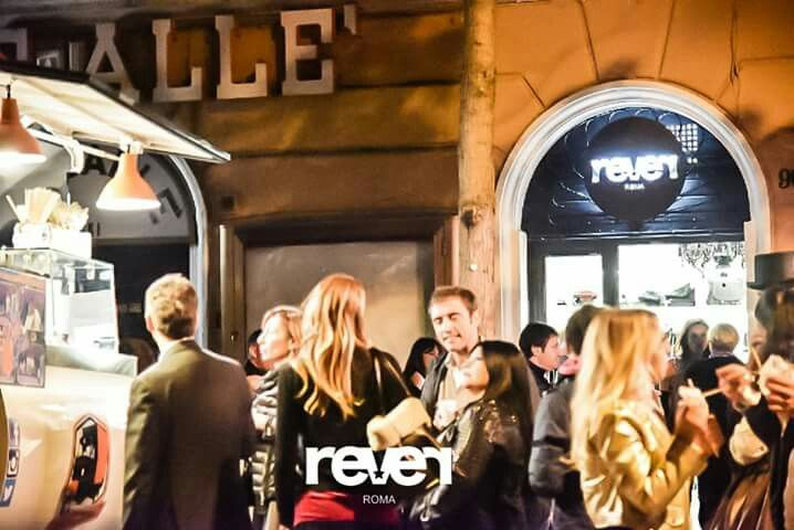 Inaugurazione fantastica in tantissimi a festeggiare REVER - grazie  grazie agli articoli di: romacheap - fineclothingstores - fieventallevents.in - romatoday Ciao https://plus.google.com/u/0/111926683603263346403 https://it.pinterest.com/cennistella91/followers/  #almalabags @stellarever @passaparola2015 😘 #fashionoftheday #vogue #trendy #my #nightout #crazy #drinks #bff #sun #birthday #style #school #likeforlike #instalike #hair #dance #nice #follow #fashion #night #beauty #makeup #good…