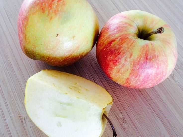 Æblegrød med vanilje og sukker er en rigtig dansk klassiker. Æblegrød skal koge i cirka 15 minutter. Foto: Guffeliguf.dk.