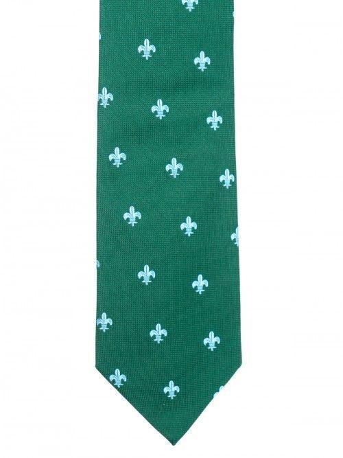Corbata en seda italiana de primera calidad, realizada de manera completamente artesanal y cuidando cada uno de los detalles. Confeccionada en los telares del Lago di Como, al norte de Italia. www.soloio.com  #soloio #soloiomioda #shoponline #tie #corbata #menstyle #bespocke #suitup