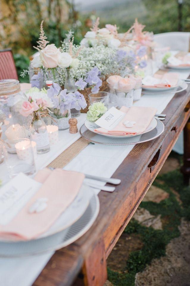 Credit: Alexandra Vonk Photography - tabel (meubels), geen persoon, couvert, mes, restaurant, dining, vork (bestek), eten, stoel, bloem (plant), huwelijk (ritueel), avondmaaltijd, bruiloft receptie