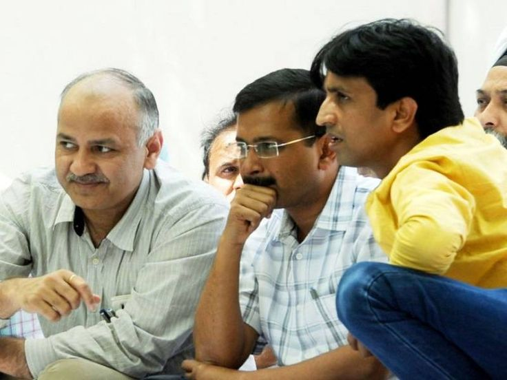 As Aam Aadmi Party battled a major internal crisis with speculation that senior leader Kumar Vishwas was on the verge of quitting over allegations made by MLA Amanatullah Khan, party chief Arvind Kejriwal met the upset leader late on Tuesday night in a last-ditch attempt at rapprochement.