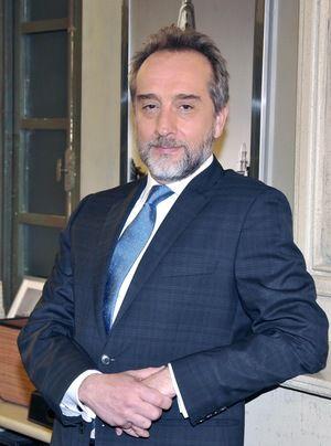 Dr. Mateo