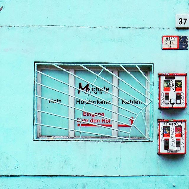 Minimal Facade in Berlin Shoot by @laciudadalinsta#alemania #instagram #rsa_windows #rsa_doorsandwindows #minimal #minimalistic #facade #fachada #ig_europe #ig_berlincity #windows #huntgram