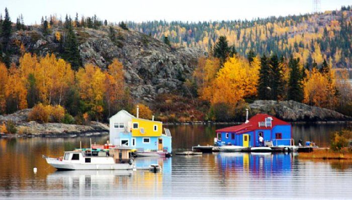 The Floating Homes in Yellowknife Bay, Northwest Territories tend to be colorful.Photo by Arctic Man www.flickr.com