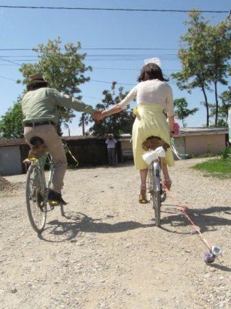 Pe biciclete la cununia civila