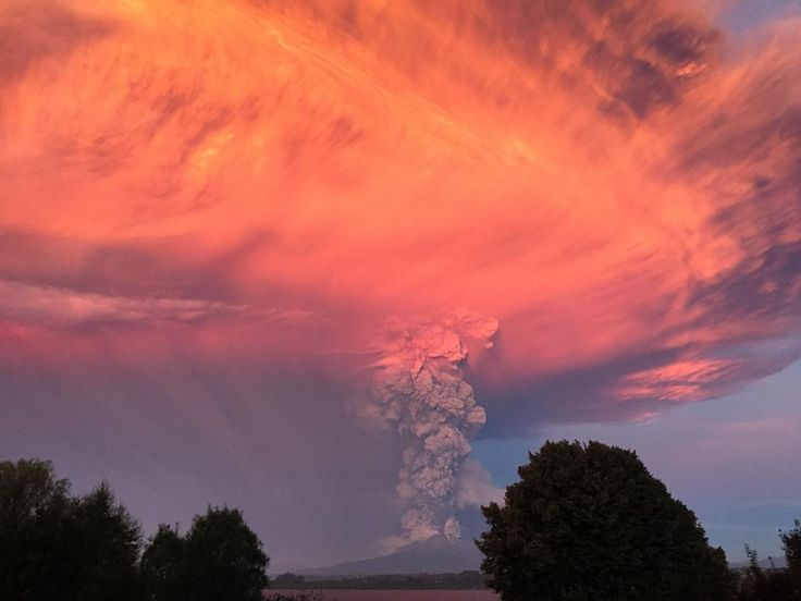 Chile's #Calbuco erupting volcano, as seen in American Helen Rodger's stunning picture. More: http://cnn.it/1HqBcIZ