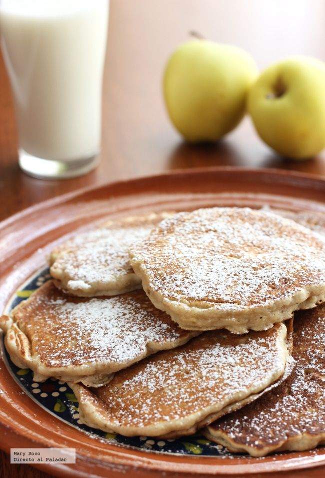 Receta de hot cakes de manzana y canela. Con fotografías paso a paso, consejos y sugerencias de degustación. Recetas para el desayuno