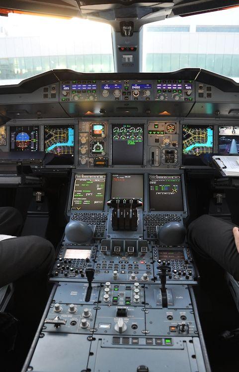 fanofplanes: Airbus A380 cockpit!