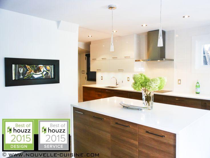 Kitchen with European laminate, glossy polymer & quartz countertops. / Cuisine en laminé européen et polymère lustré, avec comptoirs en quartz.